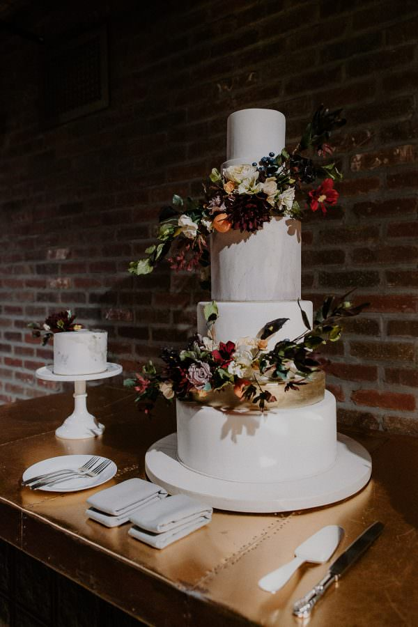 Details of a 5 tier wedding cake by Kate Morgan